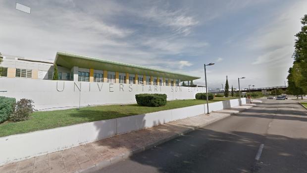 Acceso al hospital de Son Espases, lugar al que ha sido trasladado el menor atacado