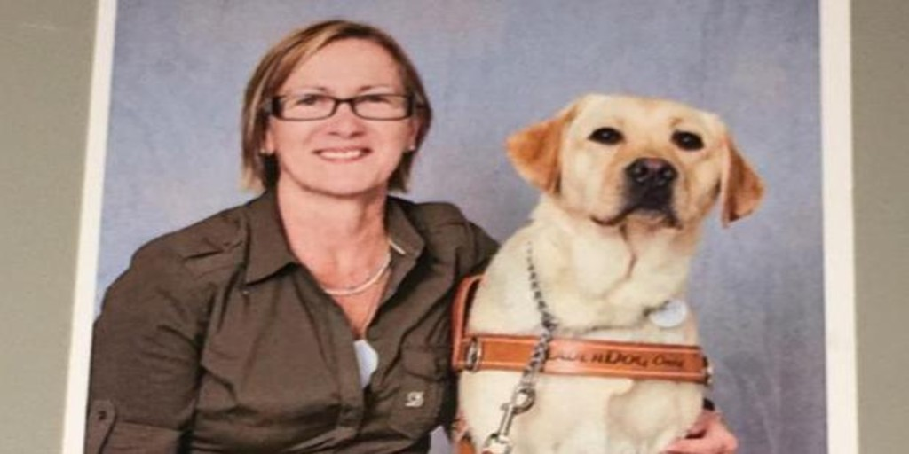 "A woman denounces a shoe store in Valencia that ""expelled"" her for entering with a guide dog"