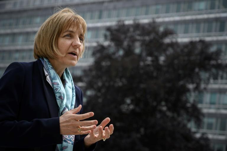 Sylvie Briand, à la tête de la gestion des risques infectieux à l'Organisation mondiale de la Santé (OMS), le 12 mai 2020 devant les locaux de l'organisme à Genève (AFP - Fabrice COFFRINI)