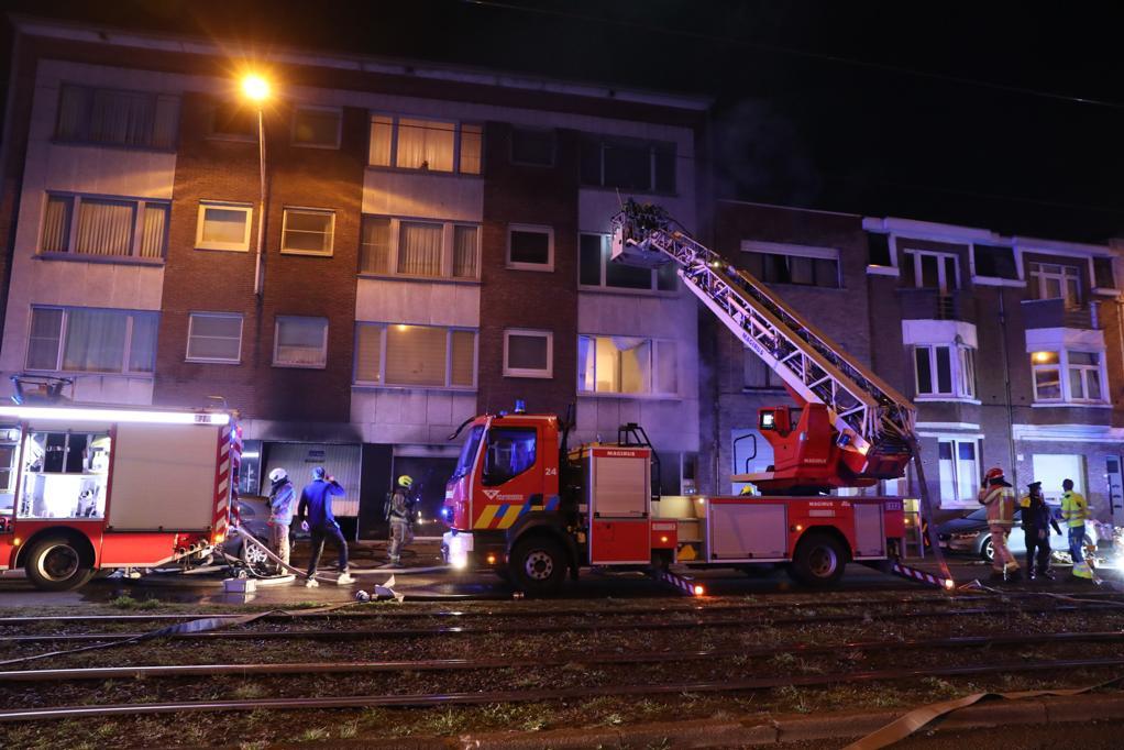 Zware brand in Hoboken: drie slachtoffers naar ziekenhuis, vier appartementen onbewoonbaar